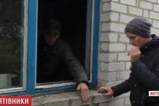 Отец с сыном вытащили из горевшего дома двух односельчан