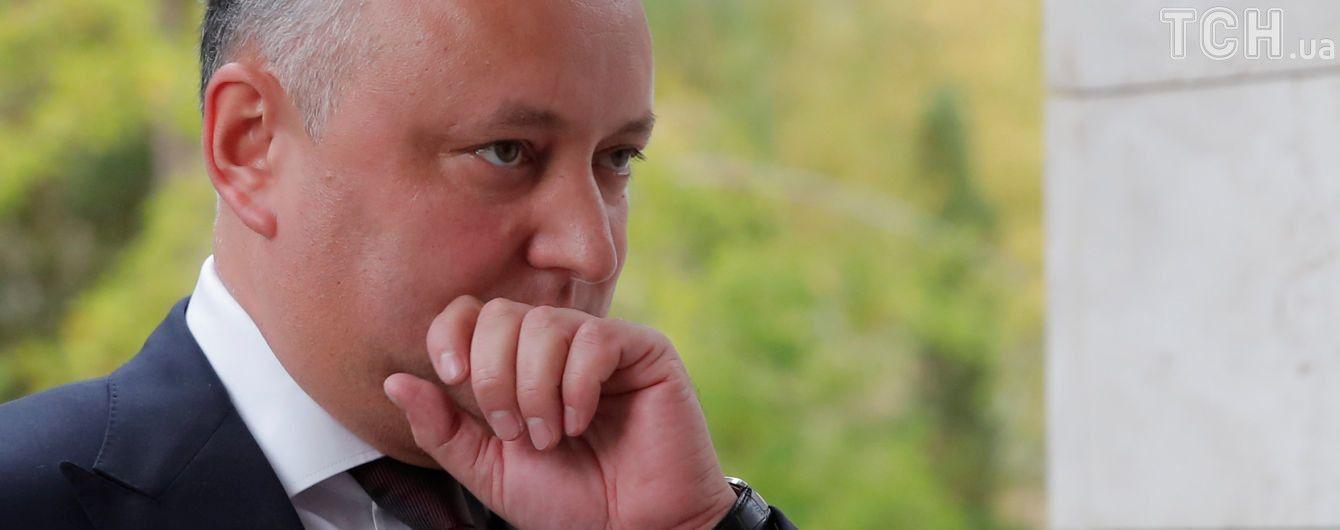 У Молдові суд призупинив президентські повноваження Додона