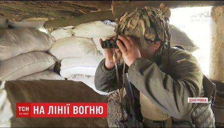 На Приазов'ї ворожі снайпери відстрілюють офіцерів на передових українських позиціях