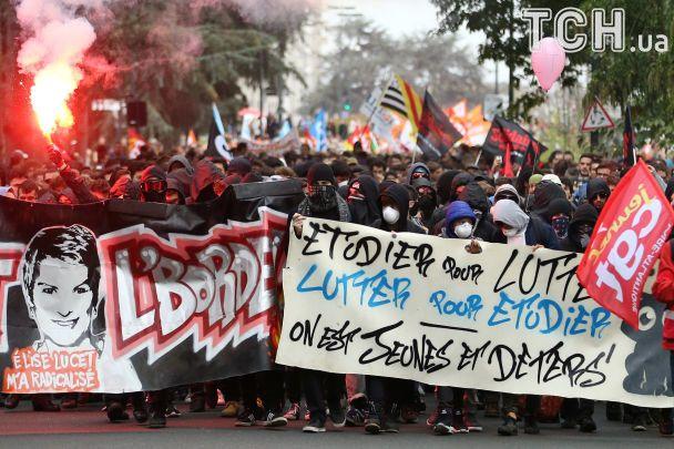 У Франції наймасштабніший за останнє десятиліття страйк завершився сутичками з поліцією