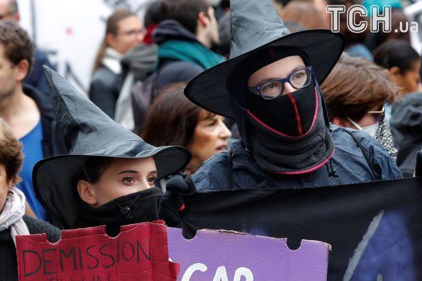 Встолице франции разгоняют акцию протеста