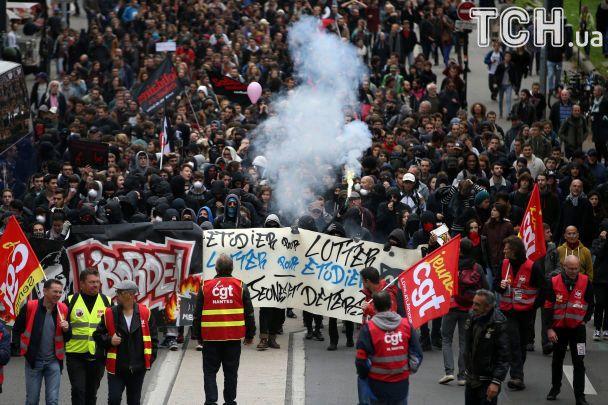 Встолице франции использовали слезоточивый газ для разгона демонстрантов
