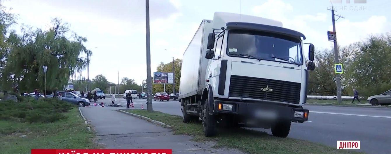 Лікарі розповіли про стан збитих вантажівкою у Дніпрі пішоходів