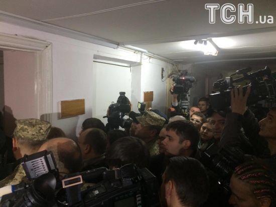 До суду, де обирають запобіжний захід заступнику Полторака, викликали швидку
