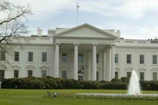 Женщина за рулем внедорожника влетела в ограду Белого дома
