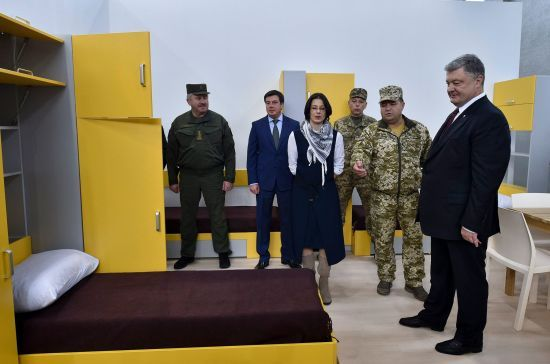 Армія заявила про будівництво житла для 22 тисяч контрактників за конфісковані гроші Януковича