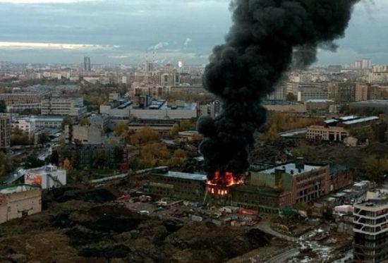 """У Москві палає завод """"Серп і молот"""""""