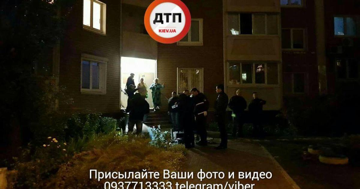 У Києві чоловік випав з 16-го поверху