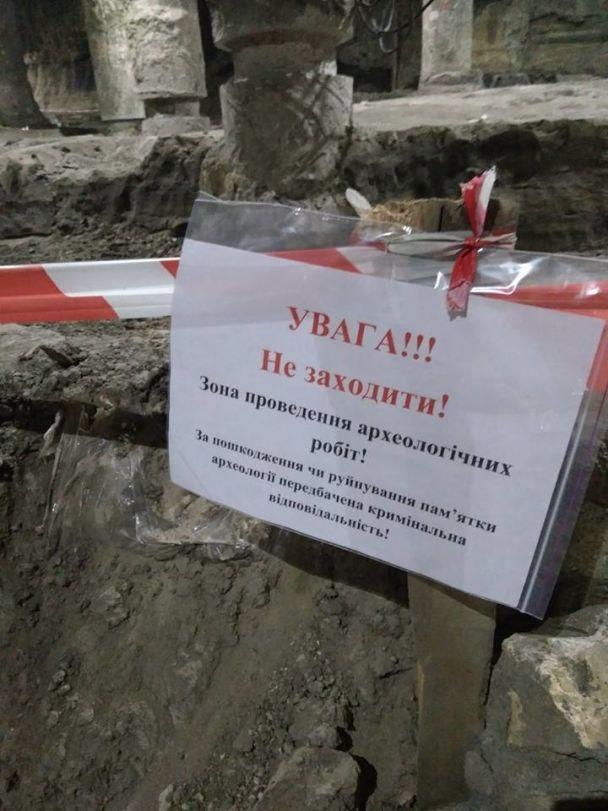 На Почтовой площади над раскопками старого города строят ТЦ. КГГА собралась проверить строительство