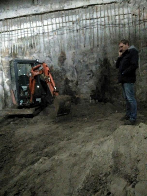 На Поштовій площі над розкопками старого міста зводять ТЦ. КМДА зібралася перевірити будівництво