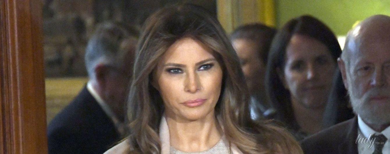 В пудровом пальто и скромном платье: нежный образ Мелания Трамп в Белом доме