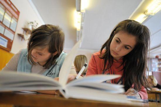 """""""Капсула часу"""": у київській школі отримали лист із минулого і відправили послання у майбутнє"""