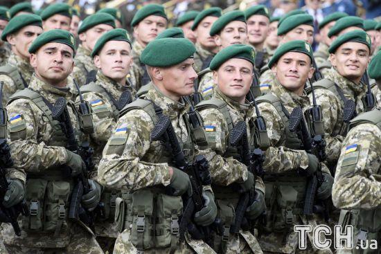 Найміцніше залізо те, з якого зроблені військові. Порошенко привітав українських захисників