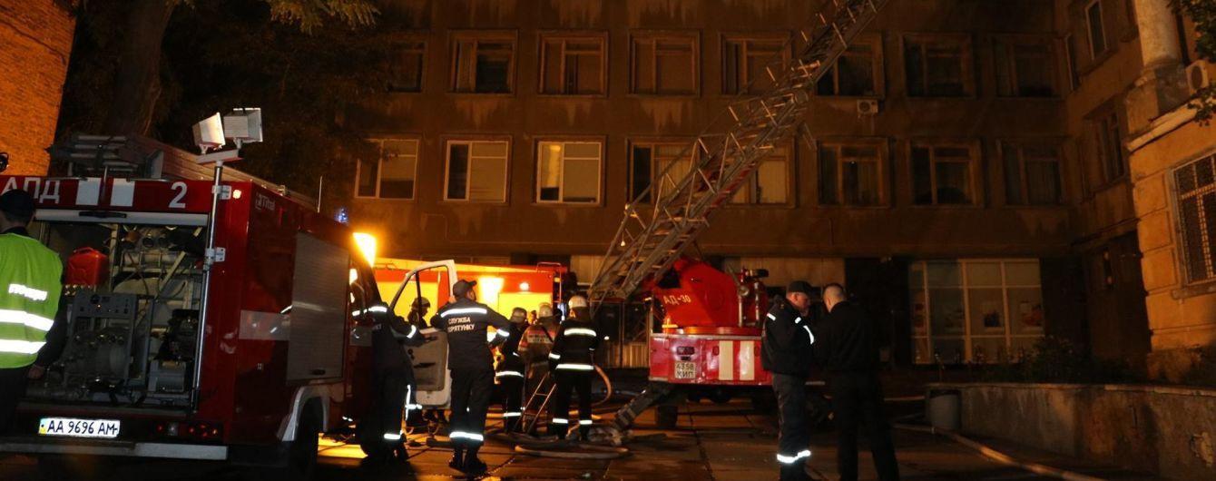 Пары ртути. Киевляне обеспокоены из-за пожара возле химлаборатории университета