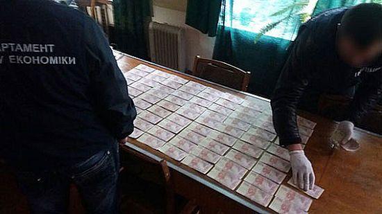 """Связанные взятками. Полиция похвасталась """"уловом"""" коррупционеров"""
