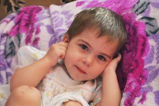 Двухлетняя Есения из Запорожья после болезни потеряла слух
