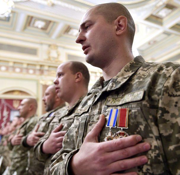 """""""Об їхню мужність розбивалися вороги"""". Порошенко привітав військових з Днем захисника"""