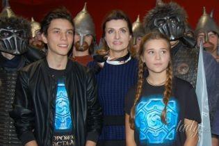 В юбке миди и на каблуках: Марина Порошенко в элегантном образе пришла на премьеру украинского фэнтези