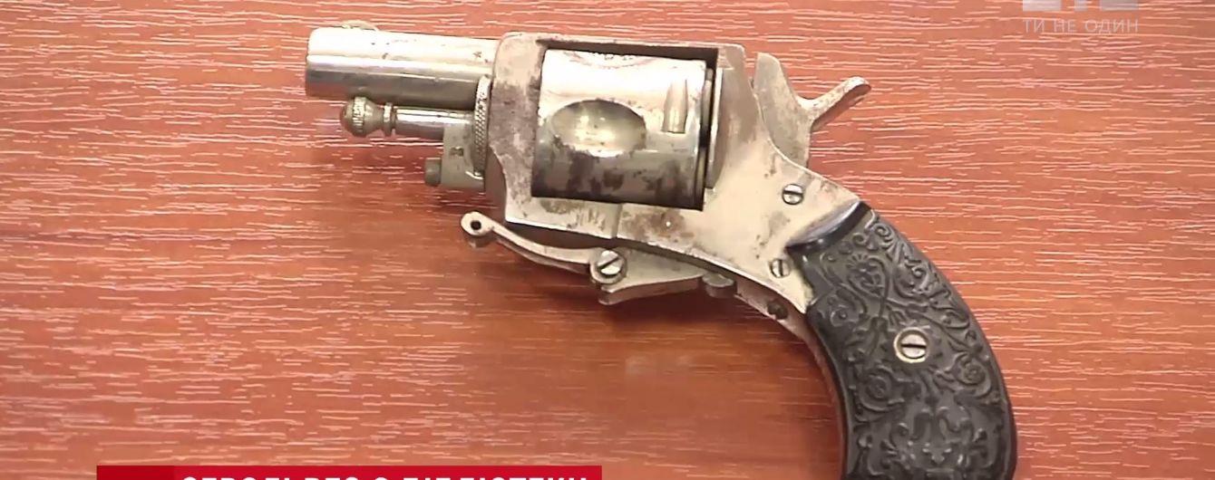 У Києво-Могилянській академії знайшли заряджений револьвер позаминулого століття