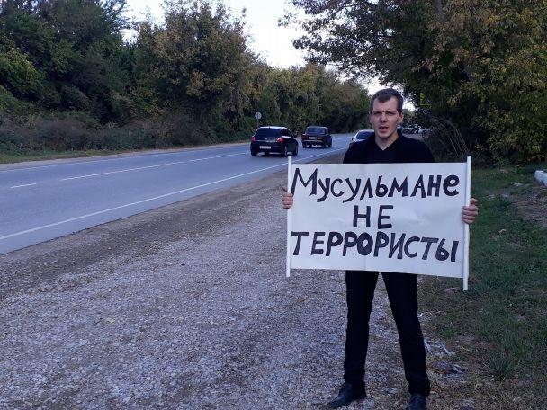 «Крим.SOS»: УКриму затримали щонайменше 15 учасників одиночних пікетів