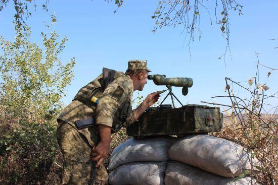 Вогонь ЗСУ у відповідь на обстріли бойовиків та поранений український військовий. Як минула доба в зоні АТО