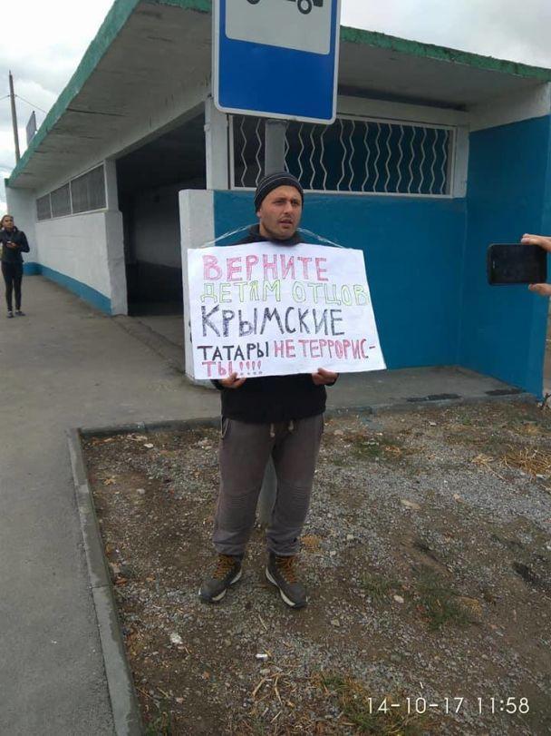 Поліція відпустила більшість затриманих учасників одиночних пікетів проти репресій у Криму