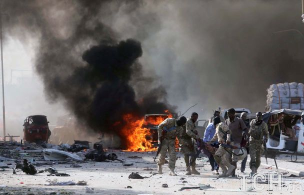 Потужний вибух вантажівки обірвав два десятки життів у столиці Сомалі