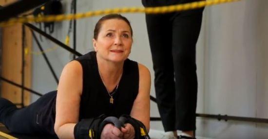 70-річна Ніна Матвієнко вразила фізичними вправами у спортзалі