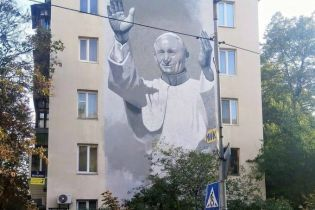 У Києві вандали спаплюжили антипольськими написами мурал із зображенням папи Івана Павла ІІ