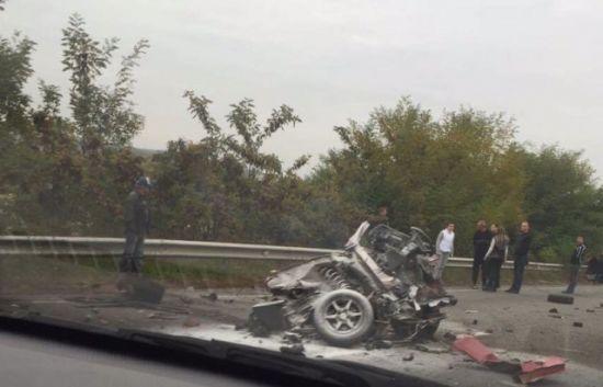 В ДТП на Закарпатье авто разорвало напополам: фото
