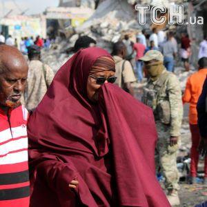 На Эйфелевой башне погасли огни в память о жутком теракте в Сомали