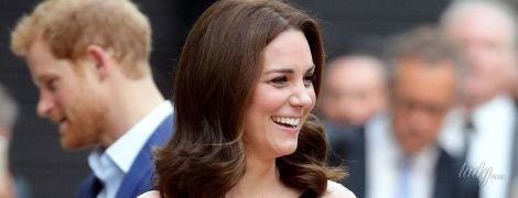 Округлившийся живот и новые туфли: герцогиня Кембриджская порадовала поклонников сияющим видом