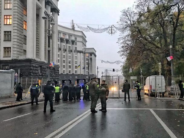 Вокруг здания Верховной Рады Украины выставлено двойное оцепление
