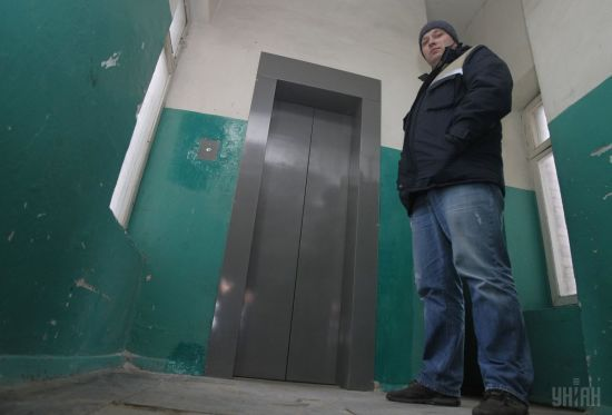 У Дніпрі 17-річна дівчина травмувала спину у некерованому ліфті