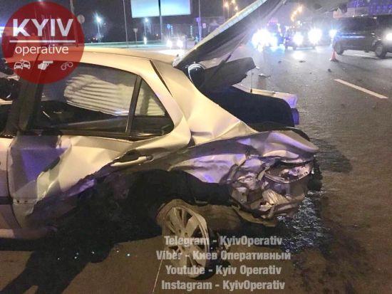У столиці нічна гонитва з копами закінчилася аварією з постраждалими