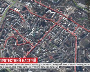 Столиця стоїть у заторах через перекритий урядовий квартал