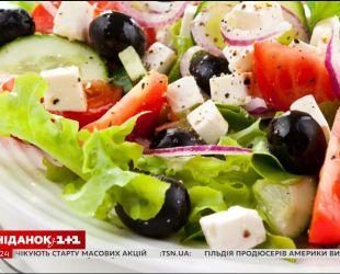 Овощной салат станет полезнее, если добавить в него масла