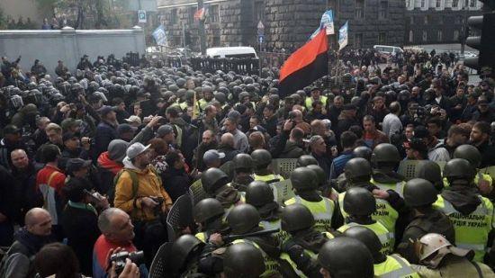 Через побиття поліцейського на мітингу під Радою відкрили кримінальне провадження