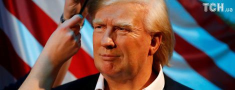 Останній штрих: Reuters показало, як чепурять воскову фігуру Трампа у музеї