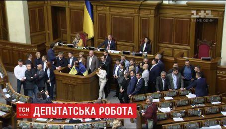 Нардепы под давлением протестующих решали, за какие законопроекты голосовать первыми