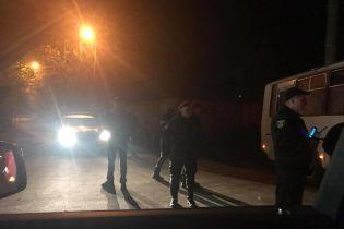 К частной резиденции Порошенко стянули военную технику - депутат