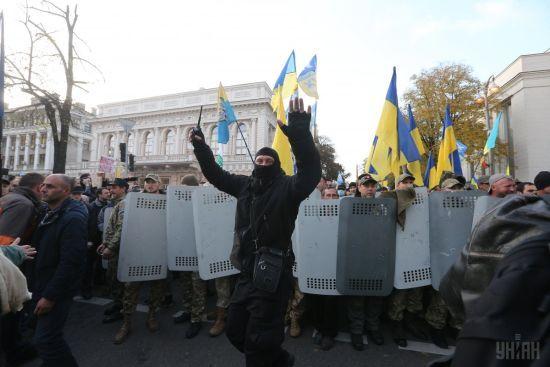Біля Кабміну правоохоронці затримали кількох мітингувальників: почалися сутички