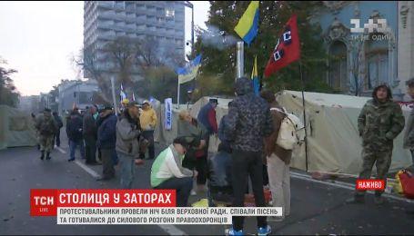 Руководитель Национальной полиции заявил, что не планирует разгон митингующих у ВР