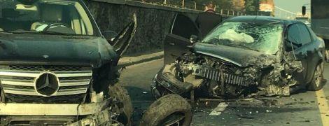 Масштабное ДТП на Набережном шоссе в Киеве: разбитые авто парализовали движение транспорта