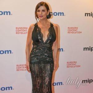 В прозрачном платье с глубоким декольте: роскошная Кэтрин Зета-Джонс в Каннах