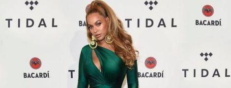 Эффектная мамочка: Бейонсе подчеркнула тонкую талию обтягивающим платьем