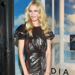 Любит юбки покороче: 47-летняя Клаудия Шиффер в блестящем мини появилась на публике