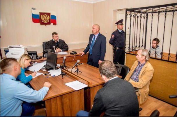 До українця Гриба пустять консулів, але досі не дають зустрітись з лікарями
