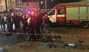 В Сети появилось нове видео жуткой аварии в Харькове: паре чудом удалось спастись