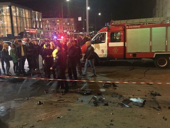 Натовп роззяв та червона стрічка: який вигляд має місце жахливої ДТП у Харкові